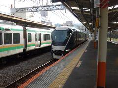 サフィール踊り子が熱海駅に入ってきました。