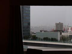 部屋は横浜駅側。