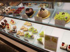 ドーレ(B1F)で期間限定の極上シャインマスカットショートケーキを購入。 1,500円。