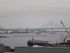 開業当時は横浜ベイブリッジも全体が見えたのではないだろうか。 1989年9月開通。