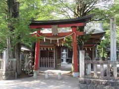 富士山の噴火を鎮めるために西暦802年に建立された神社。
