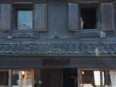 どうしても、建物を見上げた写真や…  【中村屋乾物店(千葉県有形文化財)】