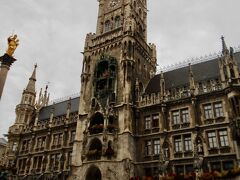 そして通りをまっすぐ行くとミュンヘン新市庁舎