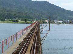 ドラクエしながら園部→綾部→西舞鶴と乗り換えて、京丹後鉄道で由良川橋梁を渡ります・・・渡ってみたかった橋の1つです。  もっとも、橋と電車を陸から見るほうが有名なのですが、今回はそんな時間もなく。