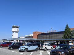 快晴の女満別空港に到着。