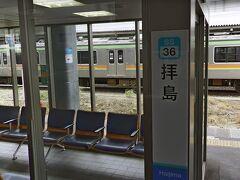 青梅線の拝島駅です。  青梅線が八高線と合流する駅です。引き続き、立川駅に向かいます。