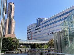 1<JR浜松駅> 朝9時頃、JR浜松駅に到着。天浜線西ルートは、遠州鉄道で北上した後、第3村駅(天竜二俣駅)から新所原駅に向かって浜名湖を反時計方向に回る方法と、東海道本線で西進した後、新所原駅から第3村駅(天竜二俣駅)に向かって浜名湖を時計方向に回る方法の二つがある。今回は、うなぎ駅弁を食べながらの天浜線の旅にしようと思い後者を選択。