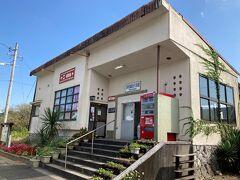 26<駅のうなぎ屋> 降りたのは「浜名湖佐久米駅」。ゆるキャン▲2で、主人公の「リン」が友達の「なでしこ」と待ち合わせた駅で、アニメ、ドラマの放映後にモデル地・ロケ地として聖地巡礼場所となっている。