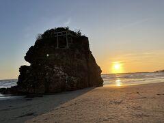 稲佐の浜の夕陽に間に合いました。翌日友人から砂の話を聞き、何も知らずに参拝してしまいました。先にこちらに来るべきだったのですね・・