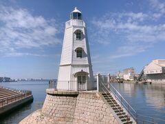 相方さんは、余った時間でお茶したいと。。。    わたくしは、ちょっと海まで行ってくる(^◇^;)と爆弾発言     いやいや爆弾ではないや    いつもの事で、もはや驚かれもしない(笑)     30分後に改札で待ち合わせって事で、一目散で海へ    お目当ての旧堺灯台を見て、再び駅へ(^^;;
