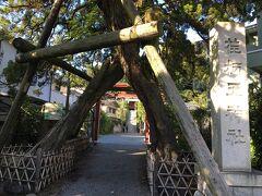 源頼朝公のお墓からまっすぐ路地を進むと、荏柄天神に到着します。