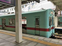 西鉄電車。  多分関西には無い色かな。わかりやすい。