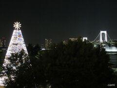 これ、クリスマスツリー?  季節先取りすぎじゃない?