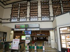 小樽の駅はレトロなランプが素敵な駅。