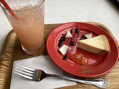高松空港のカフェ ボーノ  ガトーよしだのチーズケーキが食べれるようです(ガトーよしだを知っているわけではないんですが…) 濃厚なチーズでした