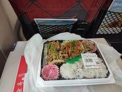 14:02 もくもくと昼食も取らず仕事をこなし、今日やるべきことを終え帰ります 高崎駅ビルイーサイトで500円弁当を購入して車内で遅めの昼食
