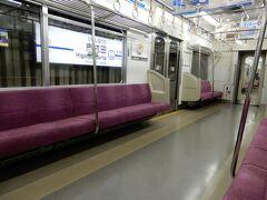 ようやく来た芝山千代田駅行き。 相変わらず誰もいません。