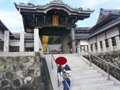 安楽寺から約1.8キロで第15番札所の洞雲院に到着しました。菅原道真公の孫である菅原雅規が開基となり、創建したと言われているそうです。
