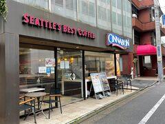 東京・六本木【Cinnabon】  【シナボン】六本木店の写真。  シナボンをテイクアウトします。