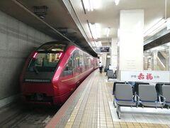 名古屋からひのとりで大阪に向かいます。 座席でぎゅうぎゅう詰めの新幹線とは異なりひのとりはスペースに余裕があります。
