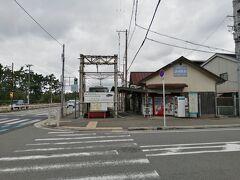 浜寺公園までは路面電車を追い抜いたり追い抜かされたりしますが、ここまでです。