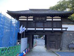 訪れたのは小諸城址懐古園。 城は明治以降廃城となってしまいましたが、本丸跡に神社を祀ったり、花木を植えて公園にして「懐古園」と名付けられました。 入園料は300円です。