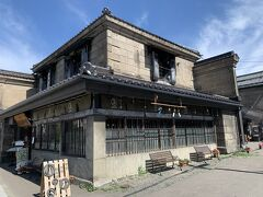 旧 名取高三郎商店。 大好物のレトロ建築が並んでいるのでせっかく電動自転車乗ってるのに自転車止めあがらでなかなか進まない。 写真撮るならこの辺りは歩いてきた方がよかったんじゃ(;^_^A  ※写真は後日撮影