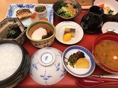朝食は和食にしました。  ホテル内の弁慶です。  ごはんとおかゆが選べましたのでおかゆにしてみました。  とっても美味しい和食で満足度高かったです。