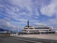 港には遊覧船。 とおおおおおおくに琵琶湖大橋が見えました。