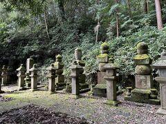 稲葉氏一族の墓所。春日局の墓所もこの中にあります。