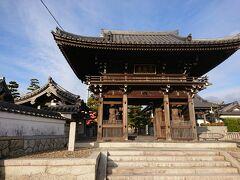 光照院から約2.5キロで第21番札所の常楽寺に到着しました。尾張藩の初代藩主・徳川義直から「浄土宗西山派知多一群の総本山なり」とお墨付きを受けており、とても規模の大きなお寺です。