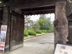 """どんどん進み、上杉伯爵邸へ。 上杉氏13代・最後の米沢藩主である上杉茂憲が明治以後に""""伯爵""""となり、その住居として、明治後期に建築されたものだそう。"""