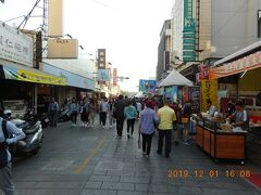 安平郷土文化館から西に1分で古堡街です。安平老街を南北に走るメインの通りの一つです。