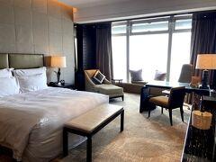お次も6月シリーズとしてRitz-Carlton香港へ! お部屋のクオリティはさすが! 宿泊者へ無料でシャンパンボトルが振舞われお得感に包まれます。