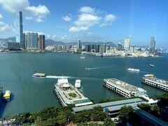 まぁ、普段見慣れた景色ではあるのでわざわざ海が見えるお部屋に泊まる 必要あるんですか!?っていう部分ではあります。。  この日の晩餐はお祝いもかねての香港随一のレストラン、龍景軒も 予約してあります。