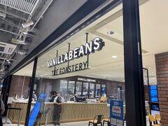 そして、私が横浜ハンマーヘッドで一番楽しみだったのが「VANILLABEANS THE ROASTERY」です。ここはチョコレートの専門店。カカオにこだわって焙煎所が併設されています。 カフェもあります!