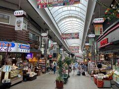 ここの商店街楽しいよねー。ステキなお土産がたくさん。 しかし土石流災害のせいか、人も少なくて寂しい感じ。