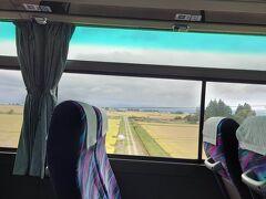 こちらのバスは結構古い車両(エアロバス)ながら、フリーWi-Fiが付いていて便利です。
