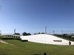 建物のデザインもなかなか面白い新美南吉記念館