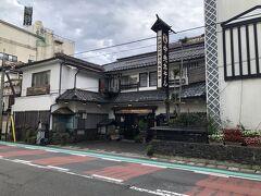 戸倉上山田温泉はコンクリート造りの大型ホテルも多いですが、木造建築のこじんまりとした旅館もあります。