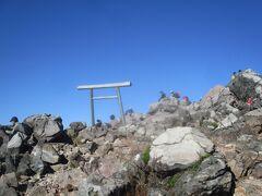 この鳥居が、頂上近しを表す。