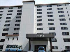 草津温泉「ホテルニュー紅葉」 草津にあるもう1軒の「ホテルおおるり」には、4回くらい利用していました。同じ『おおるりグループ』のこの「ホテルニュー紅葉」は初めてです。  1泊2食付きで6300円。1人で2連泊。素泊まりの料金か、朝食しかつかない料金の安さです。