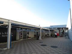 2021.10.01 熊本空港 半年ぶりの熊本空港だ。相変わらずのプレハブ。