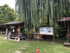 公園内には他にも『カラコロの足湯』があります。  『命と暮らしを救う集中対策期間』でしたが利用可能な状態で、当時3人の方が足湯を楽しまれていました。  この後、9時15分発の休日限定運行の路線バス『おばすて棚田・温泉観光便』に乗車して、戸倉上山田温泉を後にしました。  この続きは『2021年9月秋の週末一泊一人旅~長野県小諸・千曲・松本③:姨捨の棚田・松本城周辺・浅間温泉~』となります。
