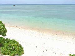 写真は、島に30か所あるビーチで一番大きいトゥガリ゜ラビーチです。ふるさと海浜公園として整備されているこのビーチですが、多良間島方言で、「リ゜」と半濁音がつきます。発音は「リ」と変わりません。