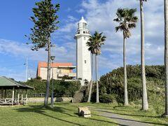 芝生が多い野島崎灯台へ。  風光明媚な所じゃのう。