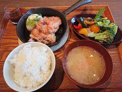 最終日 娘が大好きなスヌーピー展があることを知り 帰る前に寄ることに   その前に札幌ステラプレイスで昼食 「みのるダイニング」 全農直営らしく野菜ブッフェが充実