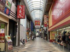 約一年ぶりの奈良です。 近鉄奈良駅一階に観光案内所があるので、地図を頂いて、今日の目的地奈良ホテル方面に向かいながらぶらぶらします。 駅前に東向商店街があります。