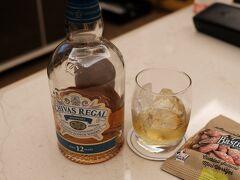 ホテルで風呂に入り、持ち込んだウイスキーとほろ酔い、サラミをつまみに晩酌し2日目終了。
