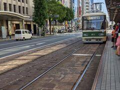 市電に乗って広島駅へ向かいます。